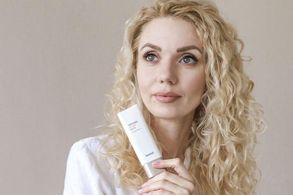 Как правильно ухаживать за кожей лица летом